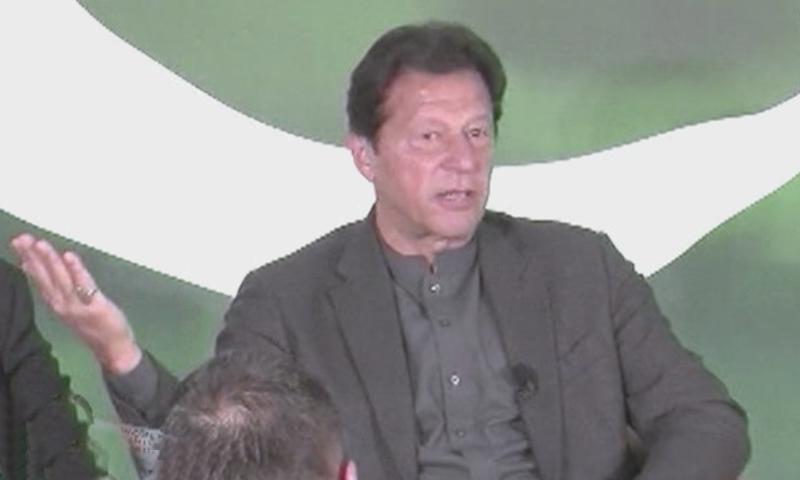 وزیر اعظم عمران خان ڈیووس میں پاکستان بریک فاسٹ میٹ کی تقریب سے خطاب کر رہے ہیں — فوٹو: ڈان نیوز