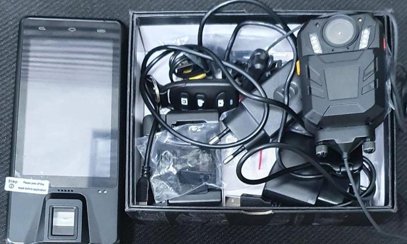 پولیس نے اپنی مدد آپ کے تحت 10 کیمروں کی خریداری کی — فوٹو بشکریہ شکیل قرار