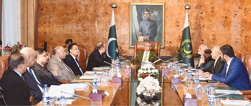 ISLAMABAD: President Dr Arif Alvi chairs a presentation on the Auditor General of Pakistan's office at Aiwan-i-Sadr on Thursday.—PPI