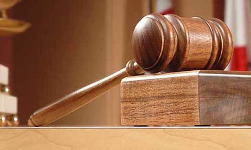 درخواست گزار کے وکیل نے موقف اختیار کیا کہ معطل جوڈیشل افسر بے گناہ ہے—فائل فوٹو: شٹراسٹاک