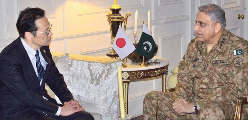 Chief of the Army Staff Gen Qamar Javed Bajwa speaks to Japanese Senior Deputy Minister for Foreign Affairs Kanasugi Kenji who called on him on Friday.—INP