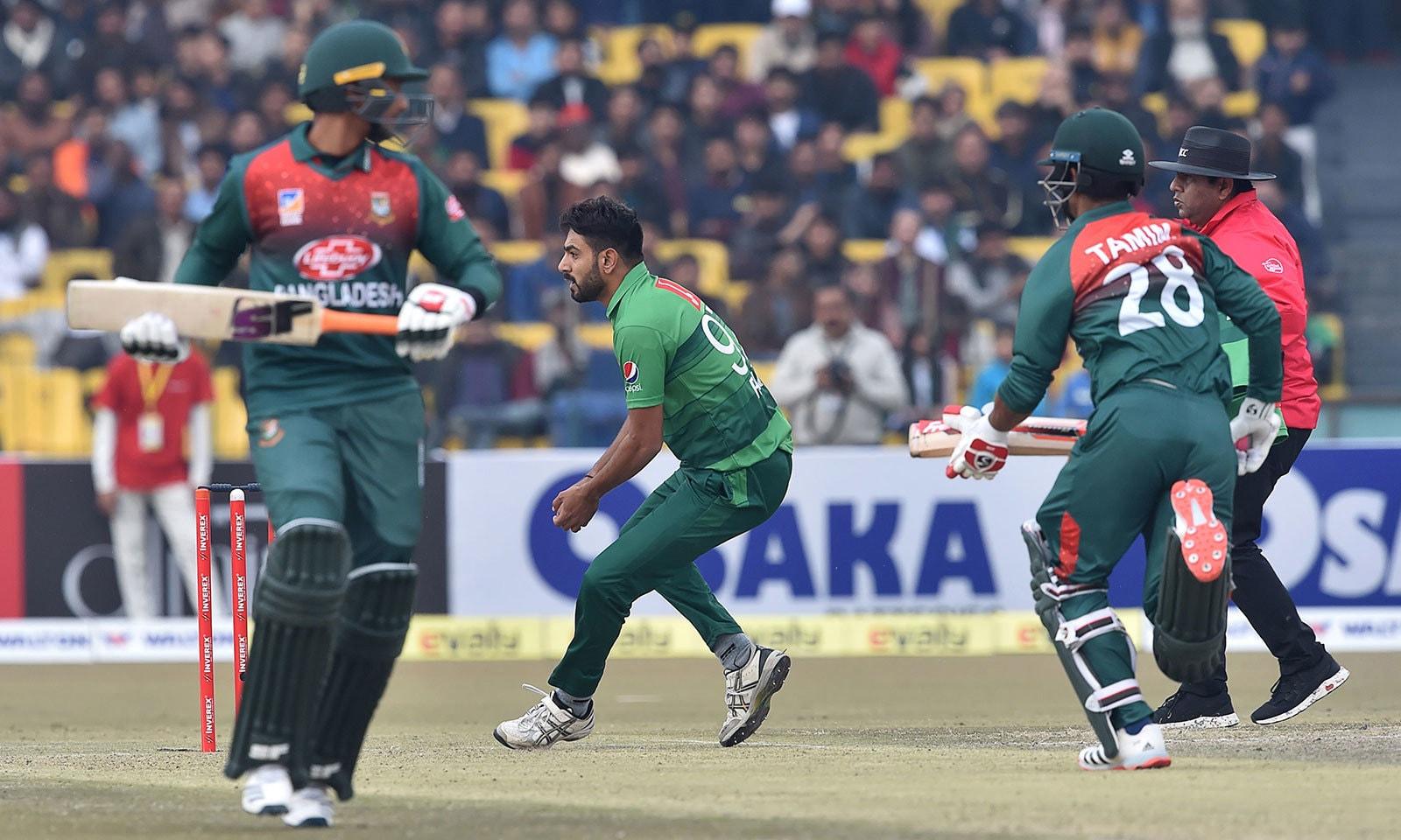 بنگلہ دیش نے مقررہ 20 اوررز میں 6 وکٹوں پر 136 رنز بنائے—فوٹو:اے ایف پی