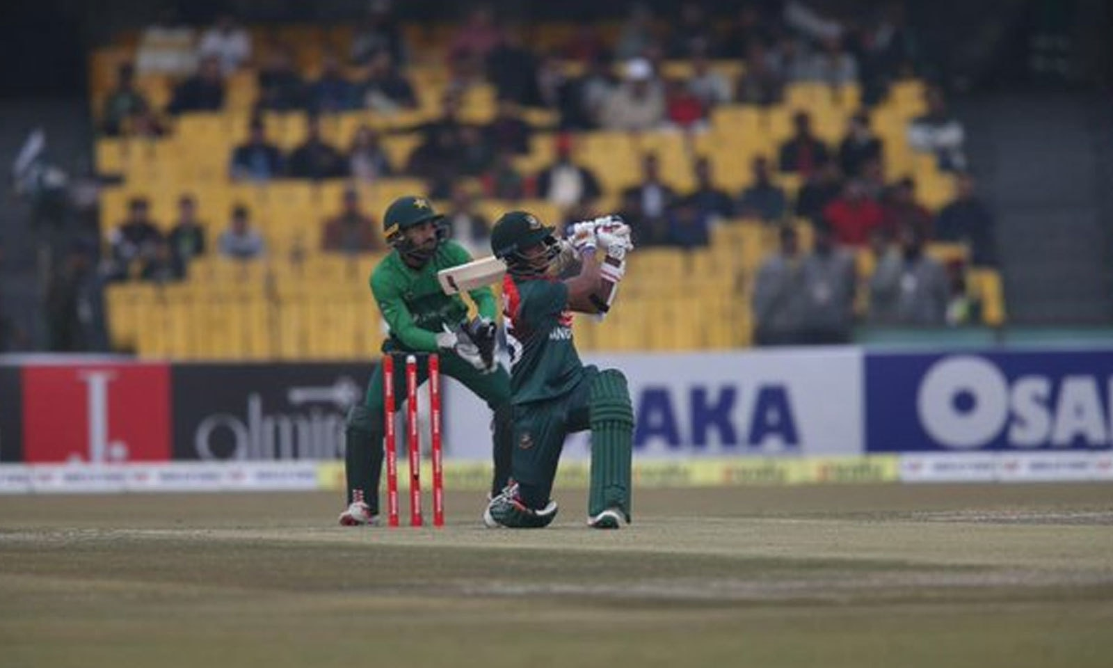 بنگلہ دیش کی ٹیم صرف 136 رنز بنا سکی—فوٹو:پی سی بی ٹویٹر