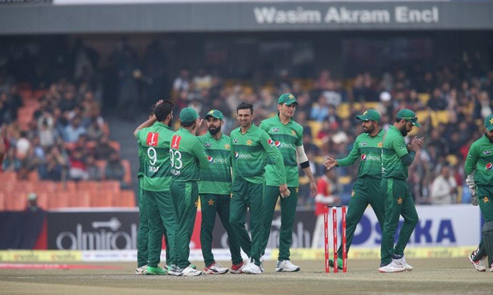 پاکستان کے باؤلرز نے اچھی کارکردگی کا مظاہرہ کیا—فوٹو:پی سی بی ٹویٹر