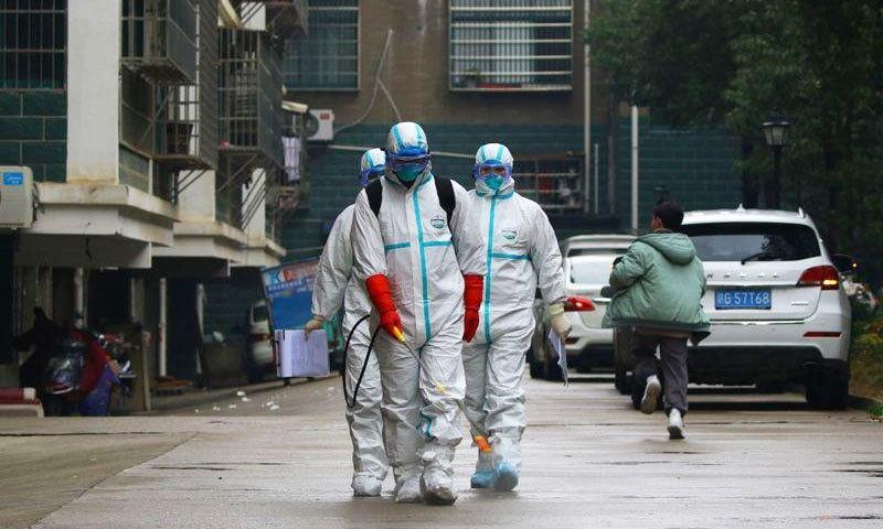 چین میں کورونا وائرس سے پہلی موت جنوری کے دوسرے ہفتے میں ہوئی تھی—فوٹو: رائٹرز