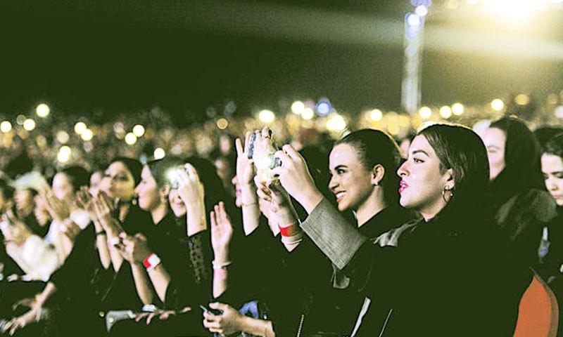 اب سعودی عرب کی خواتین موسیقی کے پروگراموں میں بھی شرکت کرتی دکھائی دیتی ہیں—فائل فوٹو: اے ایف پی