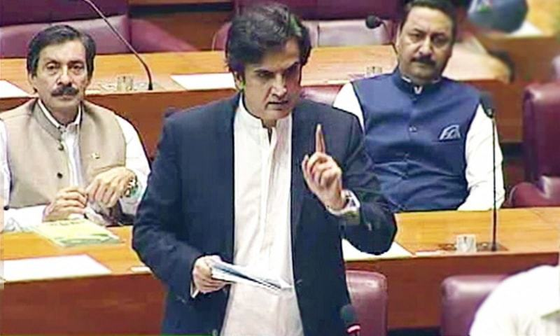 "Admitting on the floor of the National Assembly that the prevailing situation due to a locust attack is ""unprecedented and alarming"", Minister for National Food Security Makhdoom Khusro Bakh­tiar on Thursday hinted at declaring a ""national emergency"" in the country to deal with the crisis. — DawnNewsTV/File"