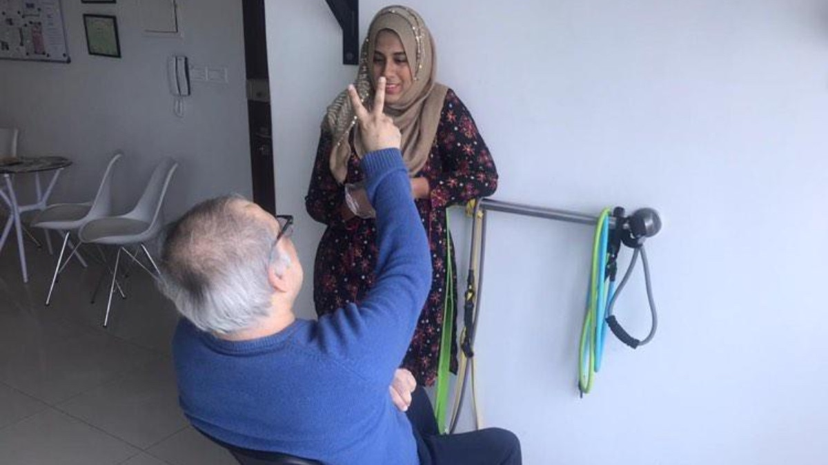 Dr. Rabbia with a physiotherapy client.