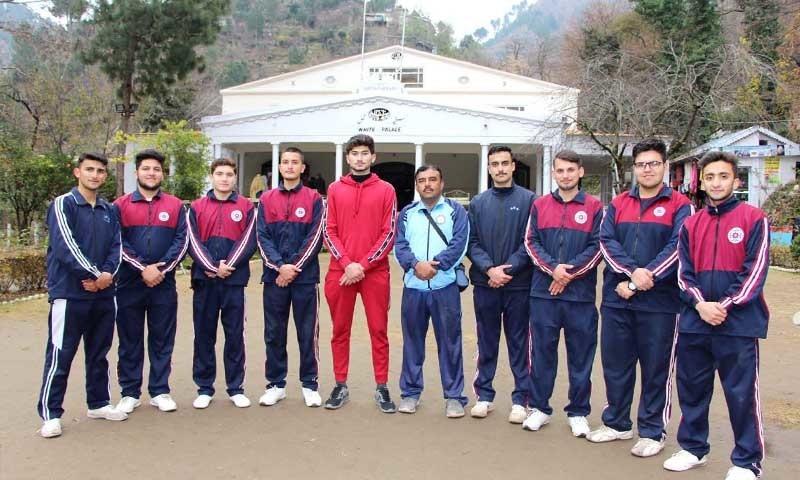 براڈبوائے طلبہ کے ساتھ سوات کے سیاحتی و تاریخی مقام مرغزار میں