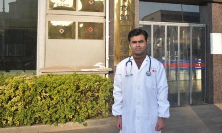 Pakistani doctor hailed for volunteering to treat coronavirus patients in Wuhan