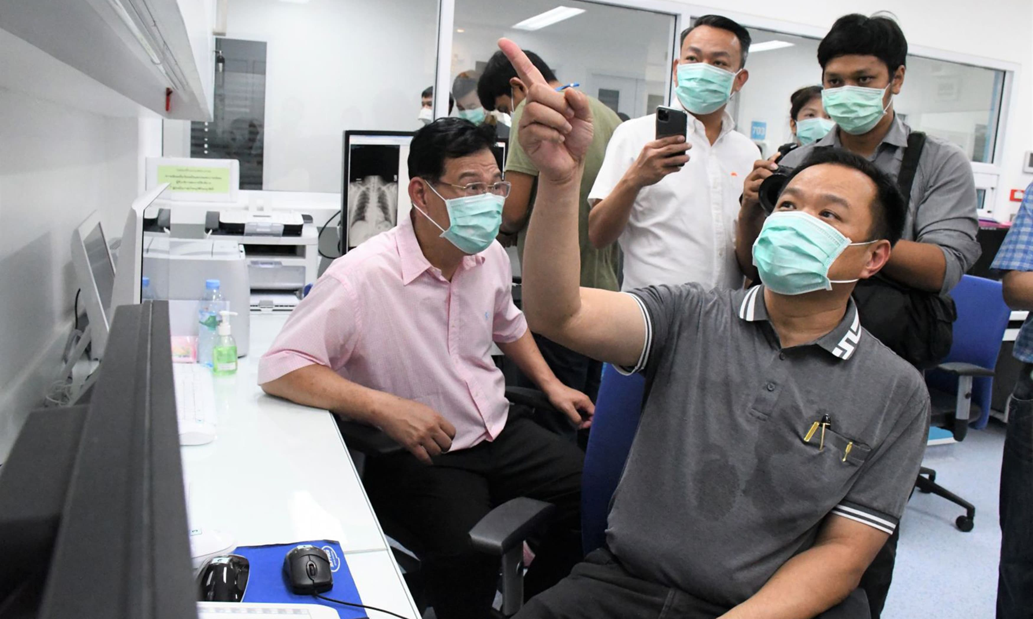 Flu-HIV drug mixture helps treat coronavirus, Thai doctors say