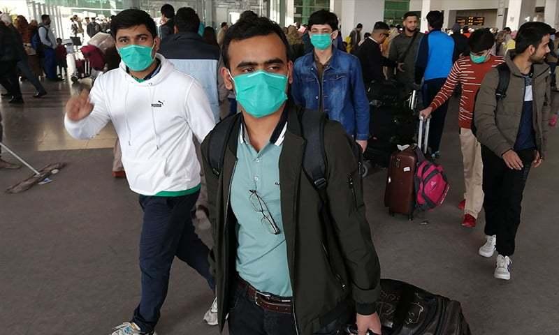 چین سے 122 مسافروں کو لے کر ایک اور پرواز اسلام آباد انٹرنیشنل ایئرپورٹ پہنچی—تصویر: اے ایف پی