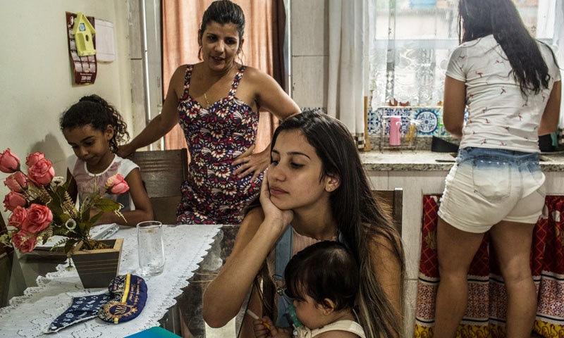 لارشیا پریرا ڈی سوزا محض 15 برس کی عمر میں ماں بنیں—فوٹو: نیویارک ٹائمز