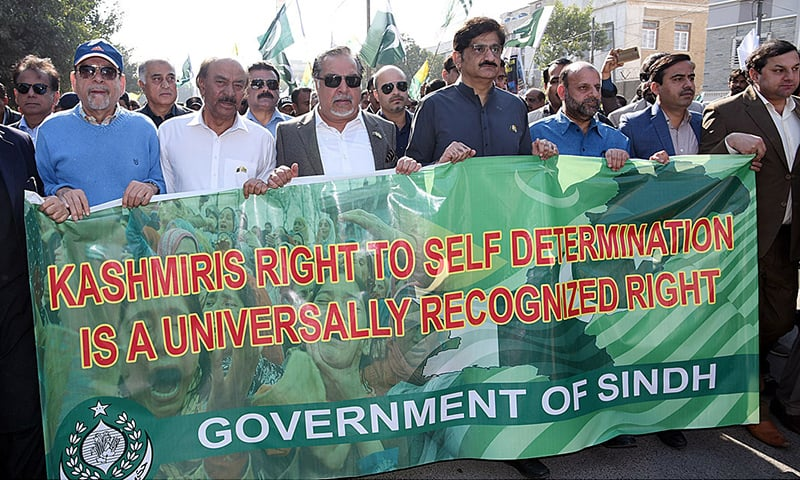 Governor Sindh Imran Ismail and Sindh Chief Minister Murad Ali Shah lead a walk to mark Kashmir Solidarity Day in Karachi. — APP