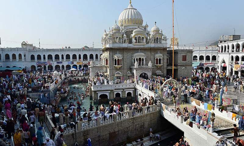Sikh pilgrims gather at the Gurdwara Panja Sahib, one of Sikhism's most holy places, during the Vaisakhi festival in Hasan Abdal, about 48 kms from Rawalpindi, on April 14, 2015.  Vaisakhi - also known as Baisakhi - celebrates the founding of the Sikh community known as the Khalsa.  AFP PHOTO / Farooq NAEEM