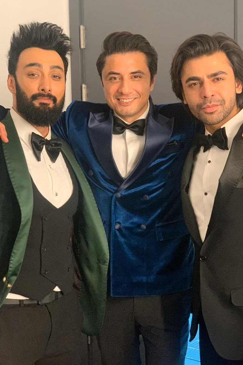 گلوکار فرحان سعید، علی ظفر اور عمیر جسوال نے ایک ساتھ یادگار تصویر لی — فوٹو: انسٹاگرام