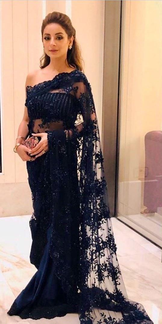 اداکارہ ثروت گیلانی نے اس موقع پر نیلے رنگ کی ساڑھی پہنی — فوٹو: انسٹاگرام
