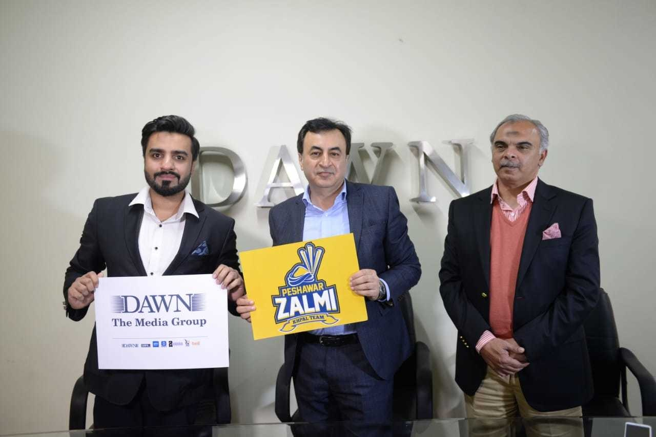 Mr Nausherwan Effandi, CCO Peshawar Zalmi and Mr Kashif Saeed, Director Operations of the Dawn Group of Newspapers signed the agreement in Lahore yesterday.