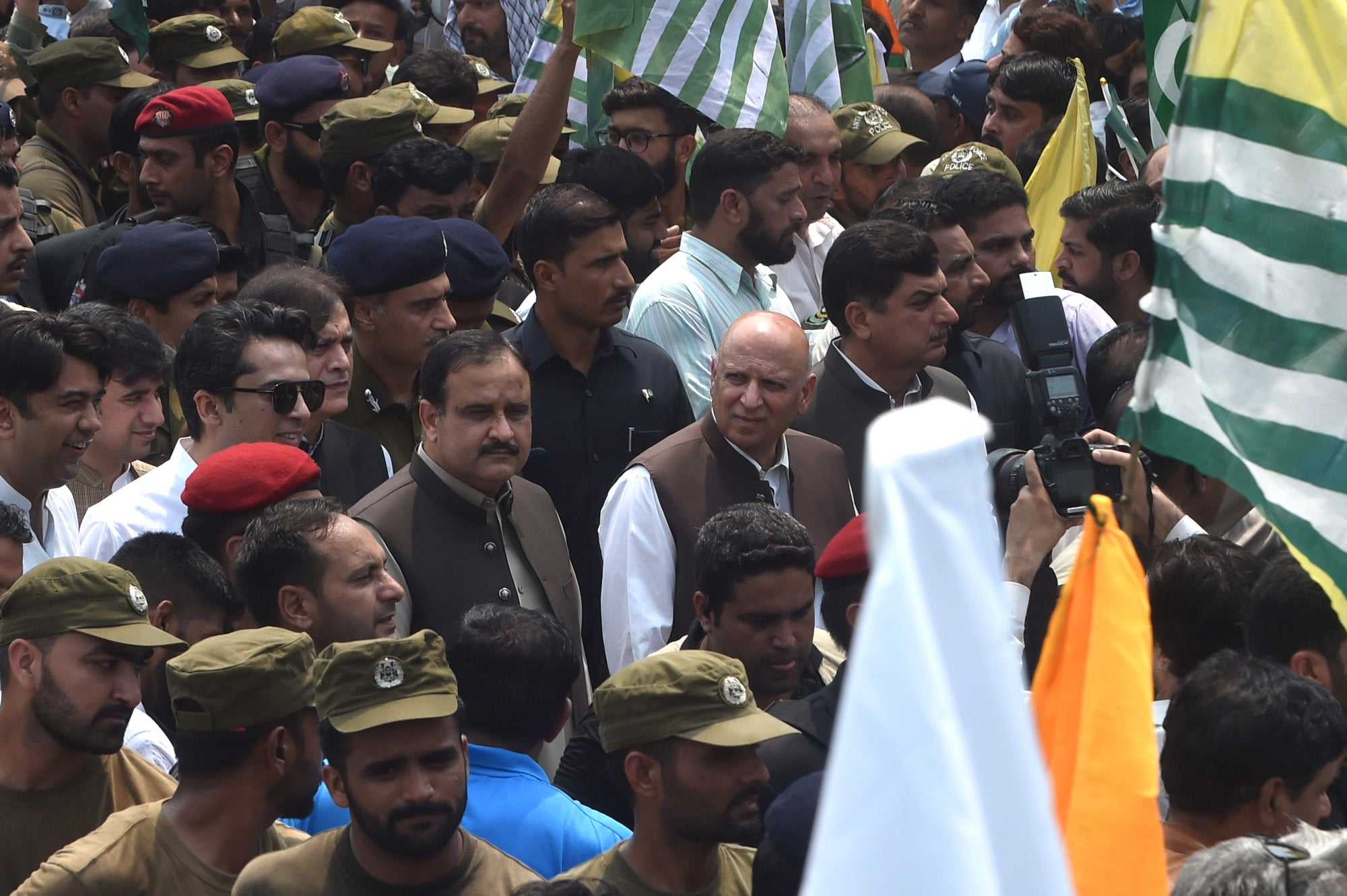 Governor Chaudhry Sarwar and Chief Minister Usman Buzdar lead a rally on the Mall to show solidarity with Kashmiris | M.Arif/White star
