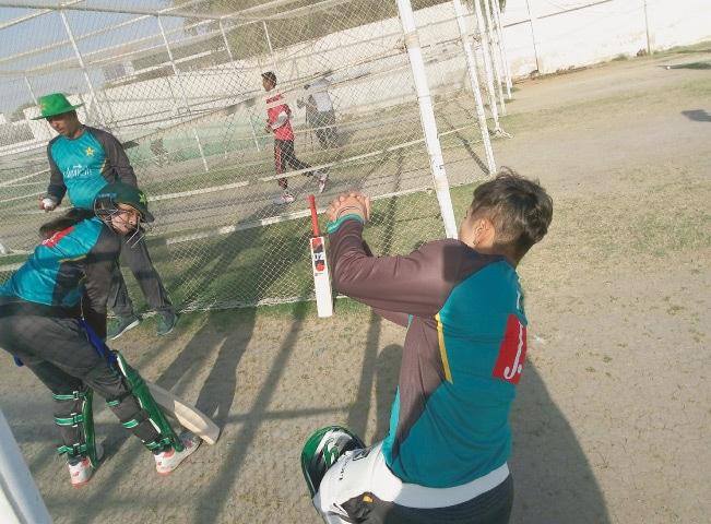 Nida Dar (right) sharing batting tips with Umaima Sohail under the supervision of Coach Syed Iqbal Imam | Photos by the writer