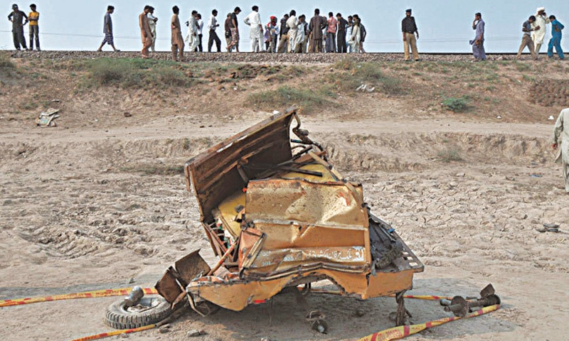 An over-speeding bus, driving seven students home, rammed into a rickshaw, on Jhang Road in Bhakkar, killing five female students and the rickshaw driver on March 30, 2019 | File photo
