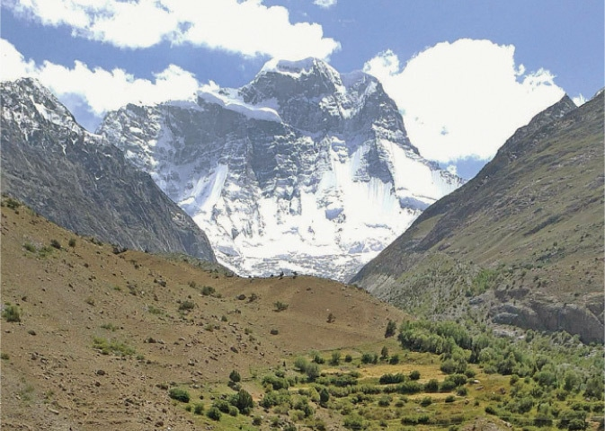 A glacier in Yarkhoon valley of Upper Chitral undergoing disintegration. — Dawn