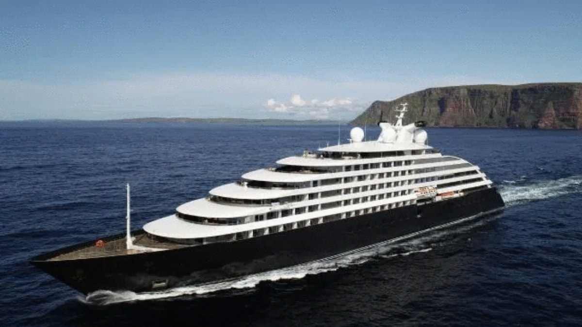 Luxury yacht Scenic Eclipse