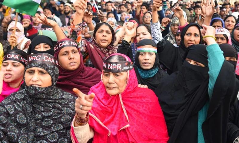 شاہین باغ میں بڑی تعداد میں مظاہرین موجود ہیں—فائل فوٹو: ہندوستان ٹائمز