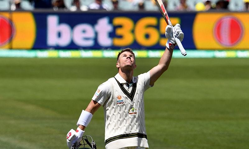 Warner edges Smith for top award