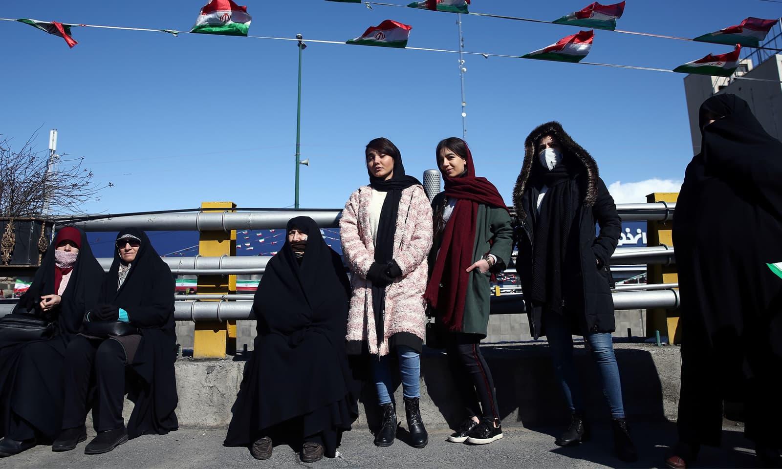مردوں کے علاوہ خواتین نے اسلامی انقلاب کی 41 ویں جشن میں بھرپور شرکت کی—فوٹو: رائٹرز