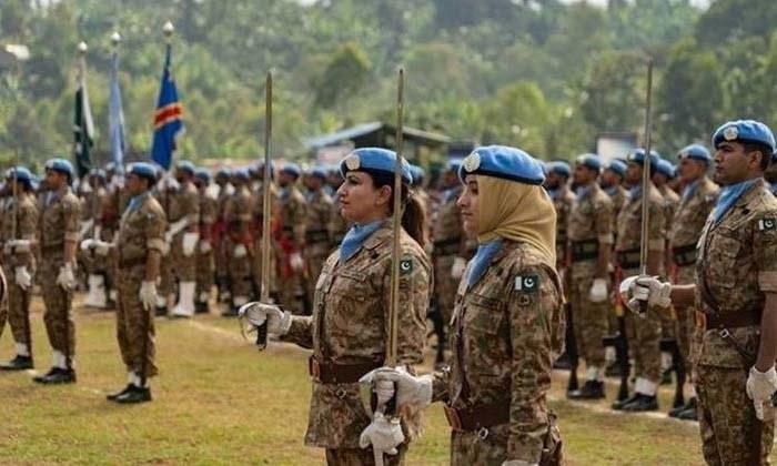 اقوام متحدہ کی دنیا بھر میں موجود امن افواج میں پاکستان کی پہلی تمام خواتین پر مشتمل ٹیم نے حصہ لیا — فوٹو بشکریہ ٹوئٹر