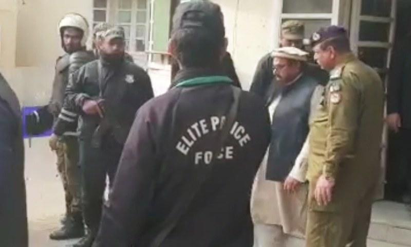 حافظ سعید کو انسداد دہشت گردی ایکٹ کی دفعات کے تحت سزا سنائی گئی — فوٹو: ڈان نیوز
