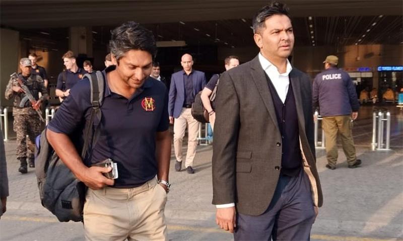پاکستان کرکٹ بورڈ کے چیف ایگزیکٹو وسیم خان نے میریلیبون کرکٹ کلب کی ٹیم کا پاکستان میں استقبال کیا— فوٹو بشکریہ پی سی بی