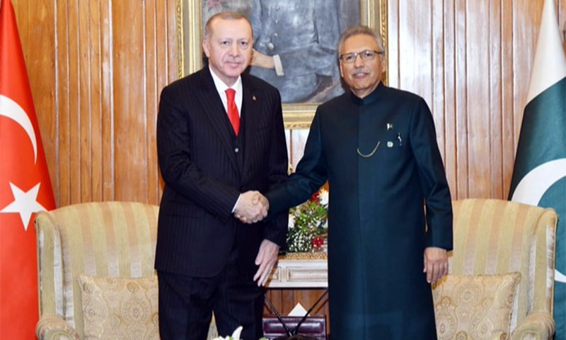 Turkish President Recep Tayyip Erdogan (L) shakes hands with President Arif Alvi at the Aiwan-i-Sadr. — Photo courtesy President of Pakistan on Twitter