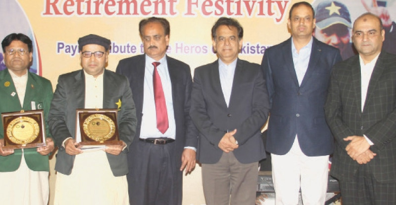 KARACHI: Commissioner Karachi Iftikhar Shallwani and PBCC chairman Sultan Shah are seen with blind cricket legends Ashraf Bhatti and Mohammad Fayyaz (holding their awards) at a reception held in their honour on Wednesday evening. Also seen are Base Commander PAF Faisal Air Commodore Aftab Alam and POA media adviser Asif Azeem.