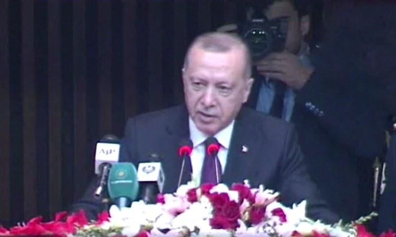 رجب طیب اردوان نے چوتھی مرتبہ پاکستانی پارلیمنٹ کے مشترکہ اجلاس سے خطاب کیا — فوٹو: ڈان نیوز