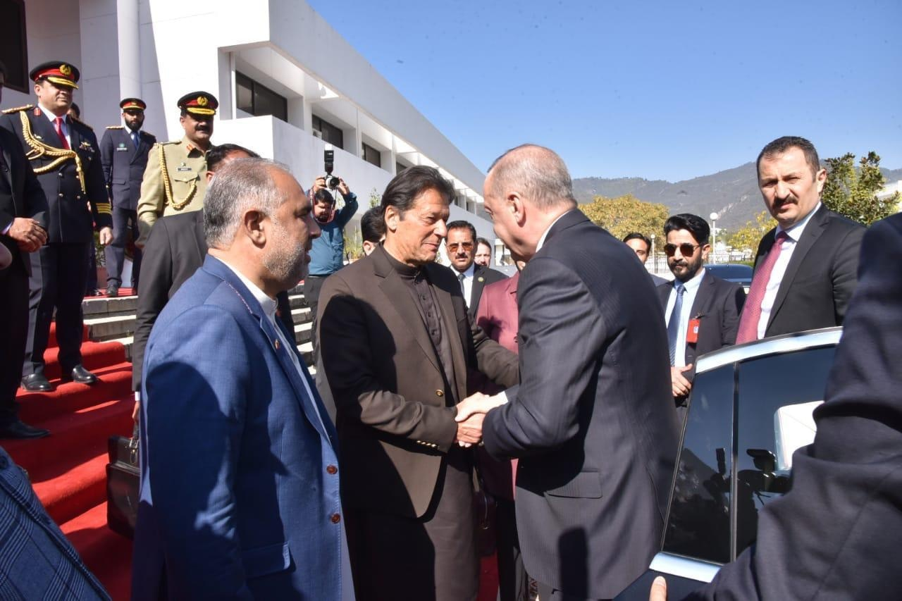Prime Minister Imran Khan receives Turkish President Recep Tayyip Erdogan upon his arrival at the Parliament on Friday. — GoP