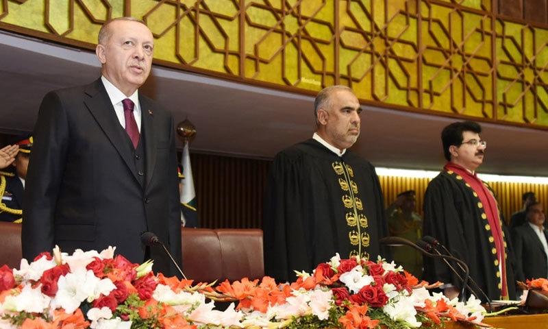 اسپیکر قومی اسمبلی اور چیئرمین سینیٹ کی زیرِ صدارت مشترکہ پارلیمنٹ کا اجلاس ہوا— فوٹو: ڈان نیوز
