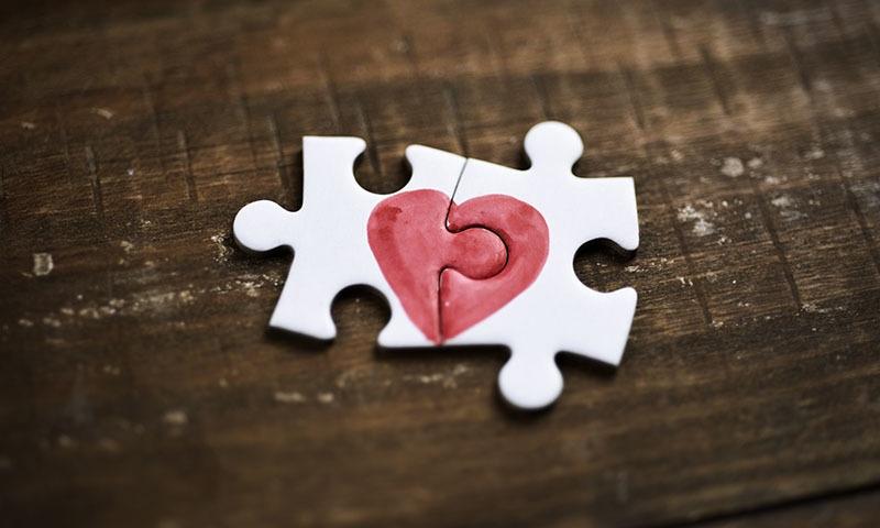 لفظ 'محبت'، جس کی تسبیح ہر کوئی پڑھتا ہے