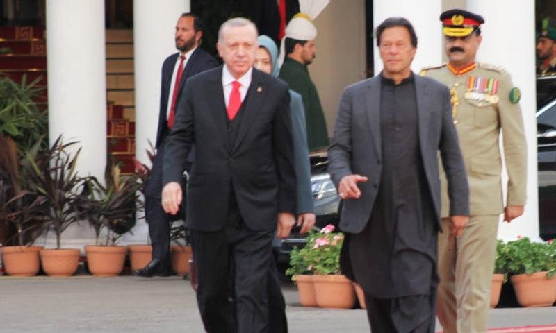 گیلپ پاکستان نے ترک صدر کے 2 روزہ پاکستانی دورے پر سروے رپورٹ جاری کی —فوٹو: تحریک انصاف فیس بک
