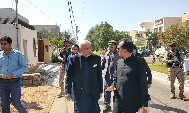 Interior Minister Ejaz Shah (2R) arrives at Naeemul Haque's residence ahead of his funeral prayers. — Photo provided by Imtiaz Ali