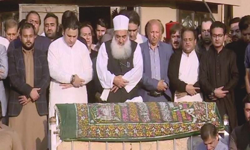 Funeral prayers of PTI leader Naeemul Haque held in Karachi. — DawnNewsTV