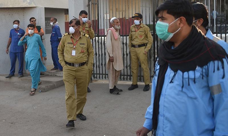 وزیراعظم عمران خان نے اس واقعے میں قیمتی جانوں کے ضیاع پر افسوس کا اظہار کیا۔—تصویر: اے ایف پی
