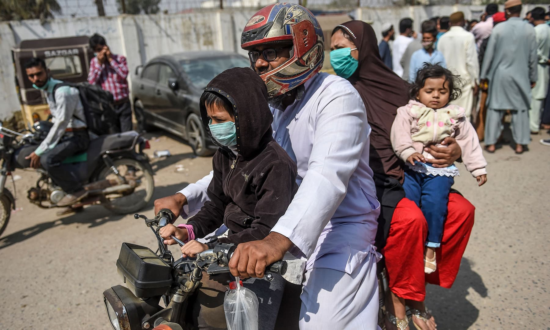 A family arrives at a hospital in Karachi on February 18 after a gas leak killed more than a dozen people. — AFP