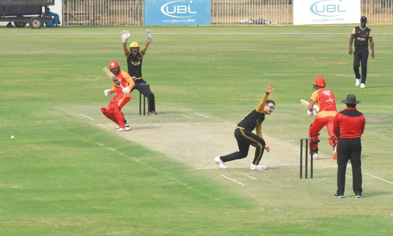 ISLAMABAD United's Asif Ali survives a strong shout from Peshawar Zalmi wicket-keeper Kamran Akmal and bowler Liam Dawson during their practice match at the UBL Sports Complex on Tuesday.—Tahir Jamal / White Star