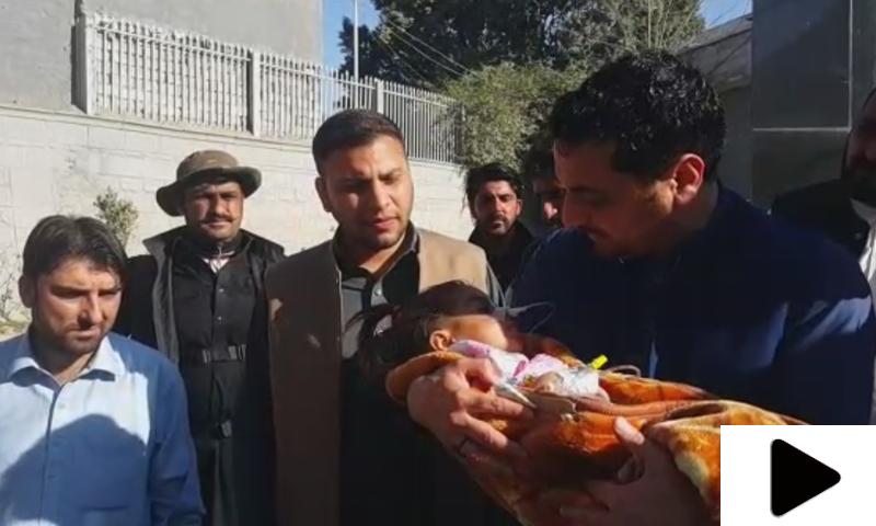 پاکستانی شخص نے افغانستان سے آتے ہوئے انسانیت کی اعلیٰ مثال قائم کردی