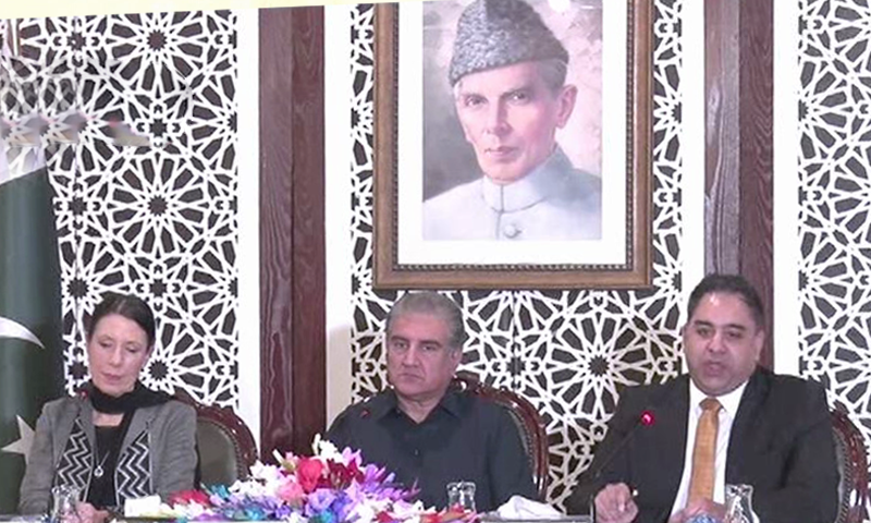 All Party Parliamentary Kashmir Group (APPKG) Chair Debbie Abrahams, MP Imran Hussain and Foreign Minister Shah Mehmood Qureshi address a press conference in Islamabad. — DawnNewsTV