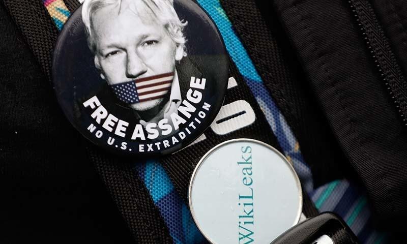 جولین اسانج کو لندن میں ایکواڈور کے سفارتخانے سے گرفتار کیا گیا تھا — فوٹو: اے پی