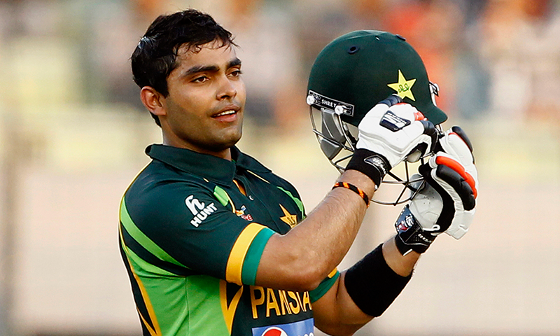 پاکستان کرکٹ بورڈ نے اینٹی کرپشن قوانین کی خلاف ورزی پر عمر اکمل کو معطل کردیا ہے— فوٹو: اے پی