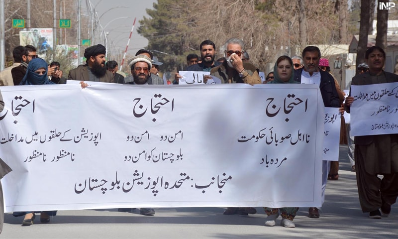 QUETTA: Opposition parties represented in Balochistan Assembly hold a protest on Thursday.—INP